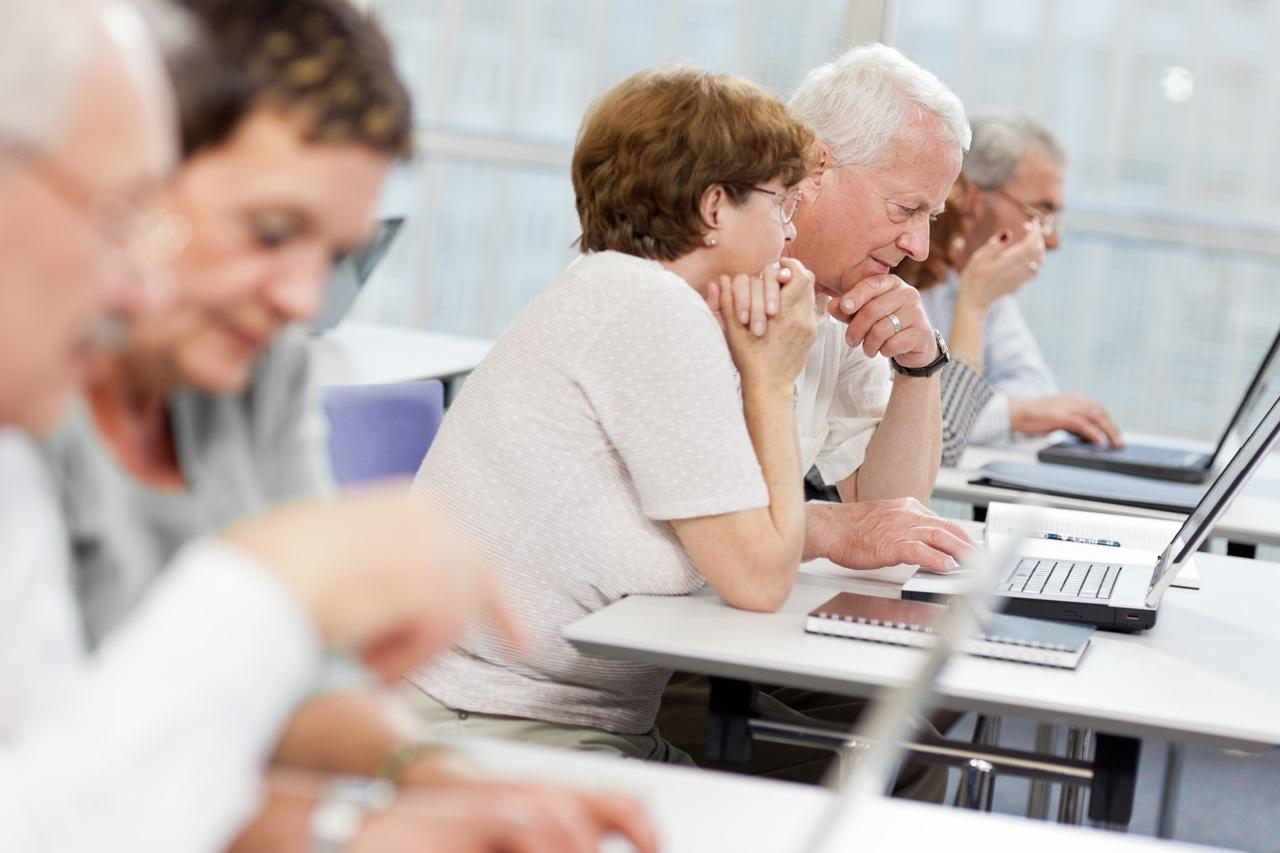 Gruppe älterer Lernender