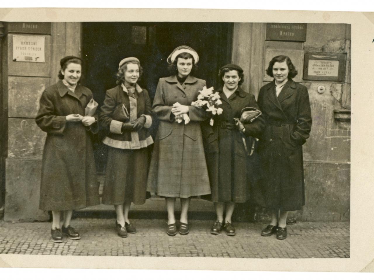 Archivfoto in schwarz-weiß mit Frauen
