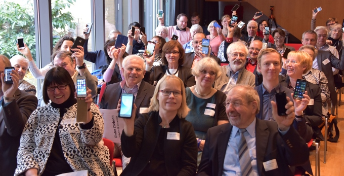 Teilnehmende der Preisverleihung des Goldenen Internetpreises