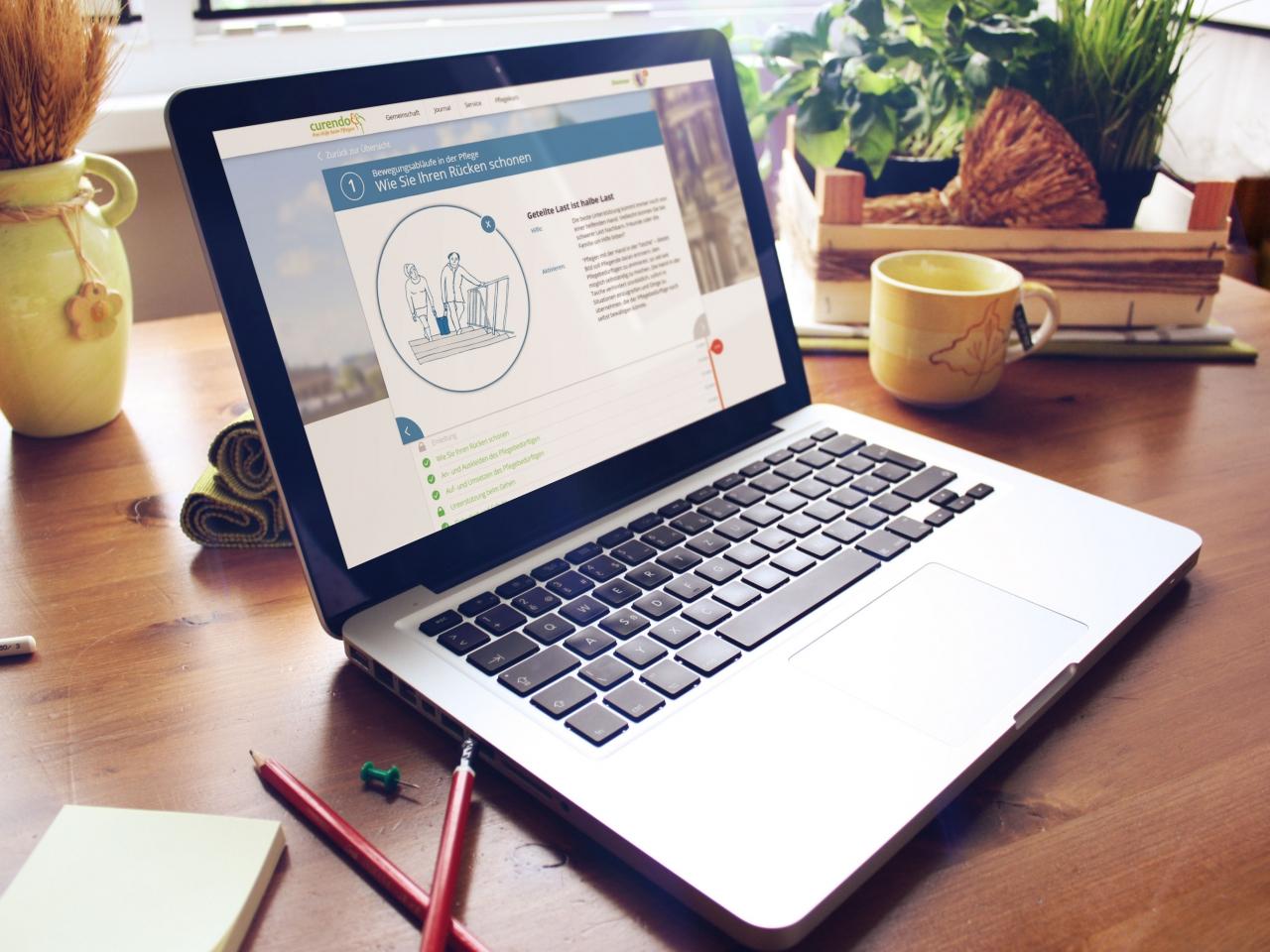 Laptop mit Pflegekurs in Bildschirmansicht
