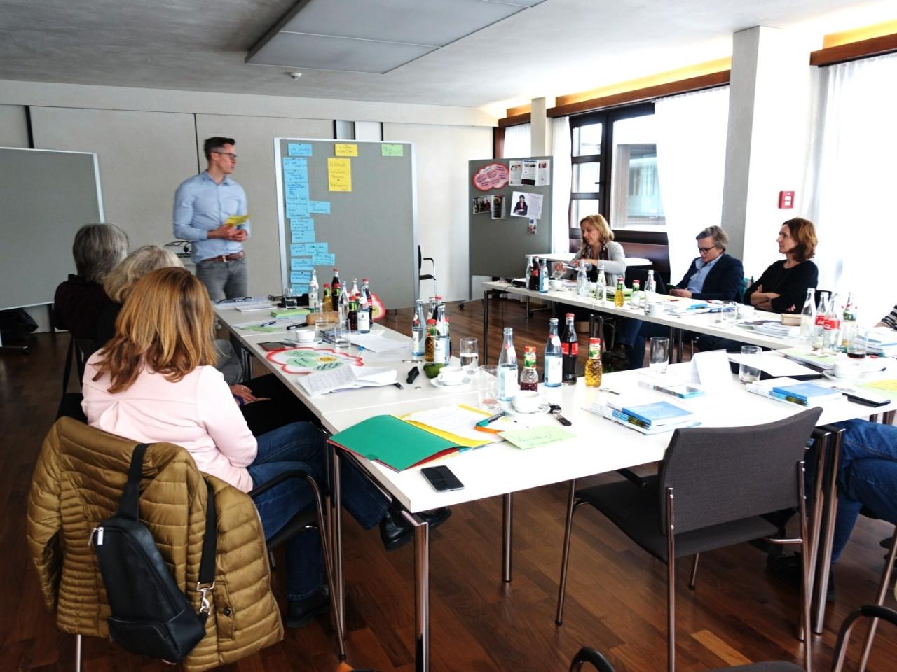 Auf dem Foto sind die Teilnehmer des regionalen Leuchtturm-Treffens in Augsburg zu sehen.