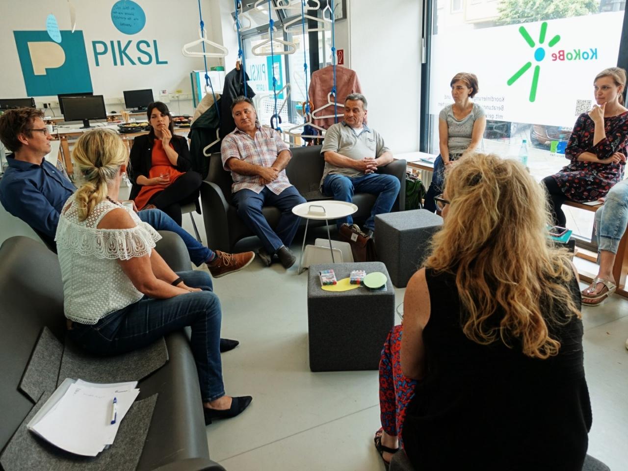 Die Leuchtturmprojekte haben sich regional in Berlin und Düsseldorf getroffen. In mehreren Austauschrunden haben sie sich ausgetauscht und informiert.