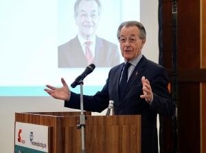 Franz Müntefering, BAGSO-Vorsitzender, bei seinen Begrüßungsworten