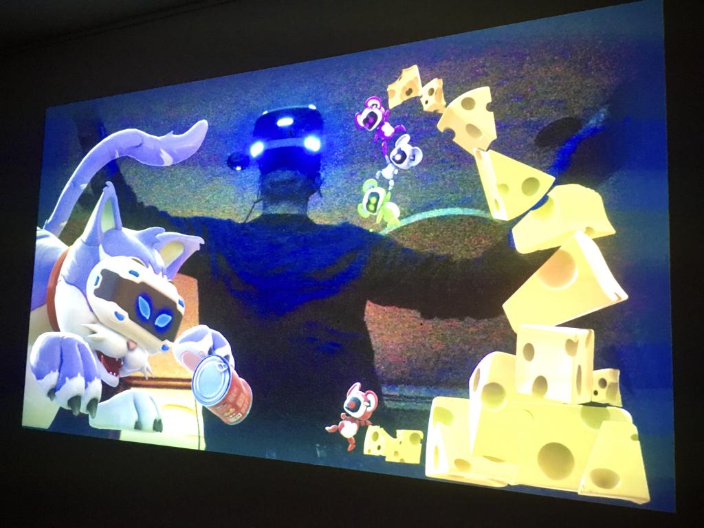 Bildschirm, auf dem sich ein Mann mit VR-Brille spiegelt