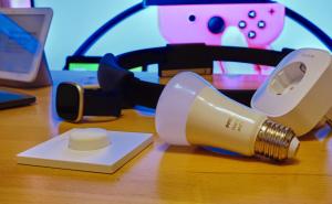 Glühbirne, Steckdose und weitere technische Geräte